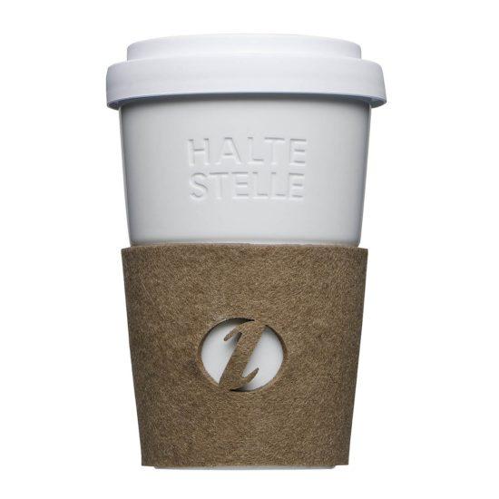 Kaffeebecher to Go mit Gravur und Filz-Banderole - Mahlwerck Porzellan
