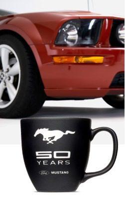 Ford feiert 50 Jahre Mustang mit unserer Tasse mit Gravur