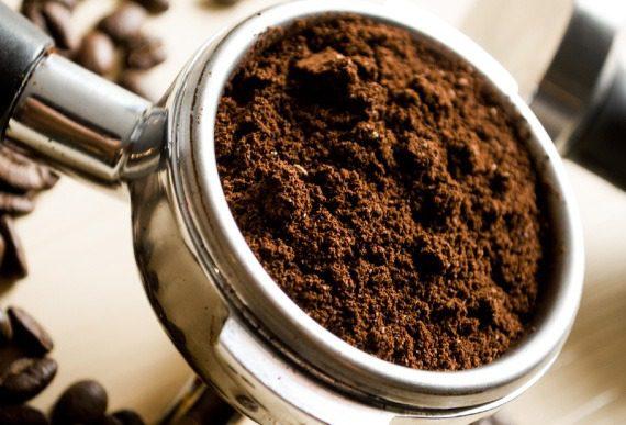 Coffee Preparation - Real coffee enjoyment with espresso from portafilter