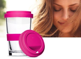 Smoothie2Go, the drinking cup made of glass with lid on the way